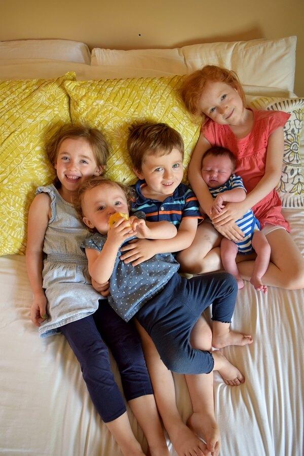 Baby William meeting siblings